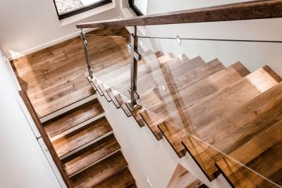 Escalier Hickory huilé avec panneaux de verre