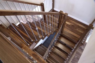 Escalier noyer bois et metal