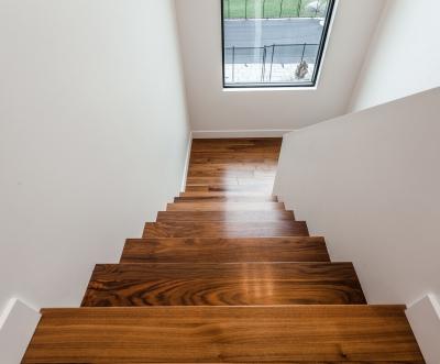 Escalier noyer noir vernis