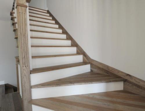 Escalier couleur top le mur de luescalier repeint luunisson des couleurs du salon avec with for Couleur mur escalier