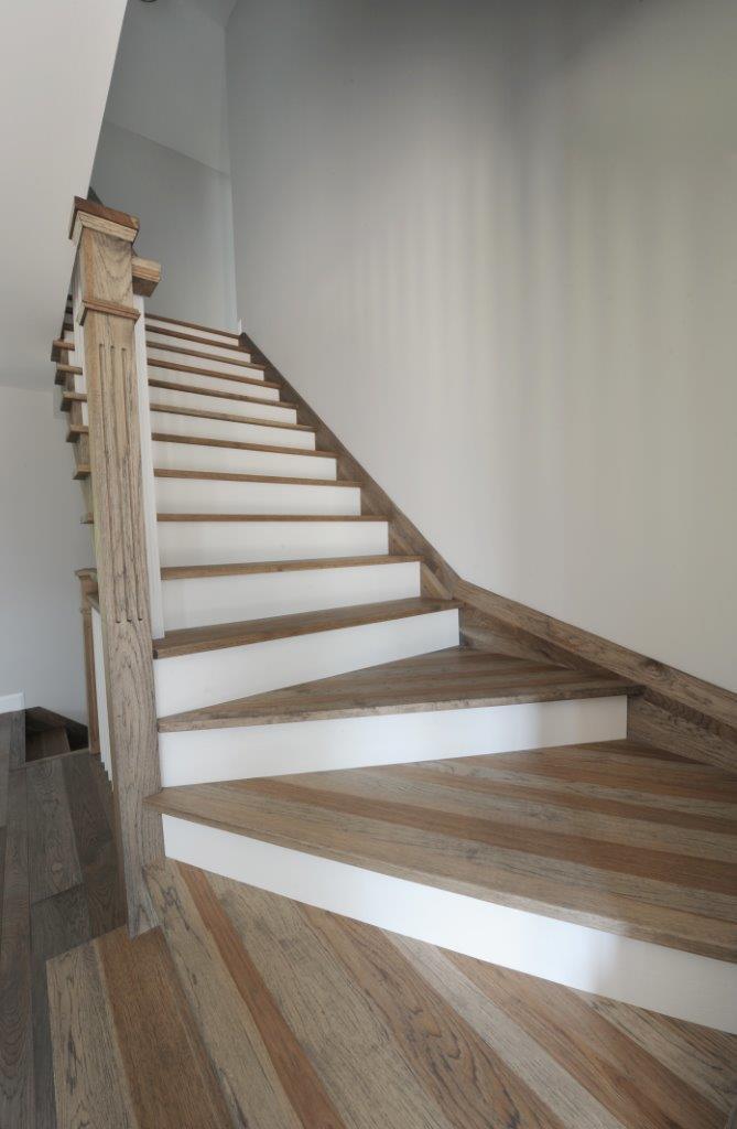 escalier de couleur perfect couleur pour cage d escalier with escalier de couleur amazing. Black Bedroom Furniture Sets. Home Design Ideas
